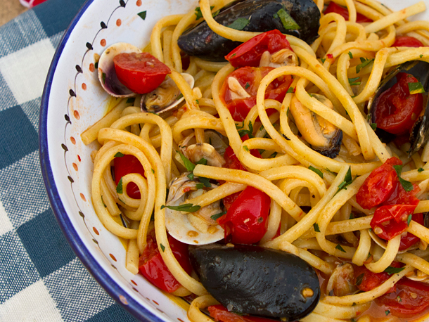 Spaghetti with Mussels and Roasted Tomatoes Recipe