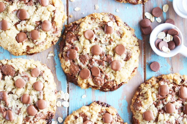 How to Make Wonderful Oat Cookies with Chocolate