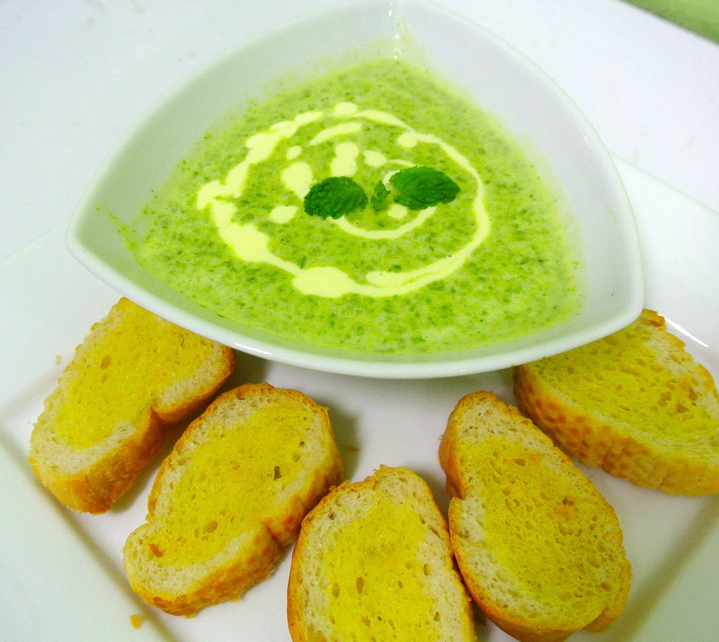 Classic Spinach Soup Recipe