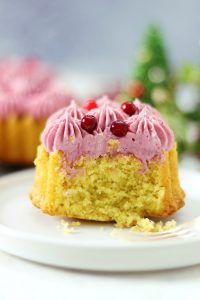 Saffron blondies with Lingonberry Frosting